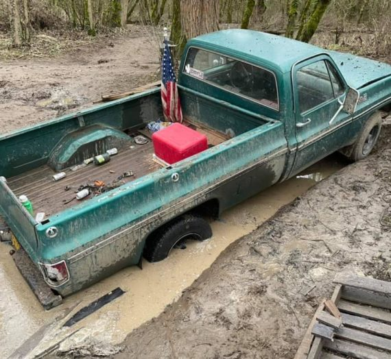 Truck stuck near Wheatland Ferry
